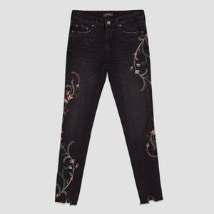 ZARA Distressed Raw Hem Floral Embroidered Jeans